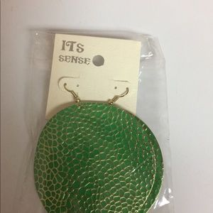 Green gold stream earrings.
